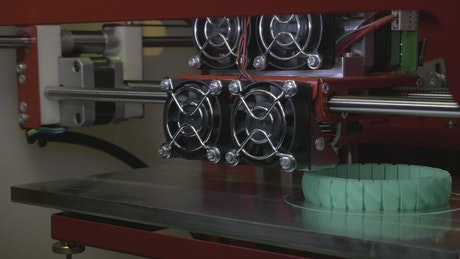 3D Printer making a bracelet