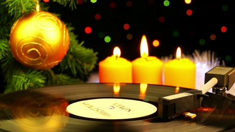 Acetate disc spinning in a Christmas atmosphere