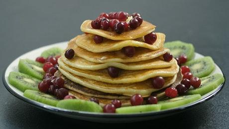Adding sugar to pancakes