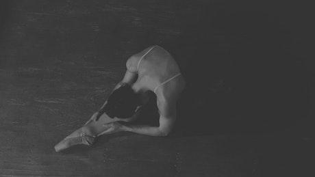 Ballet dancer doing the splits