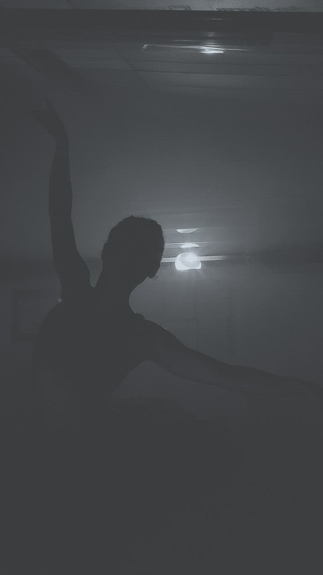 Ballet dancer in the dark
