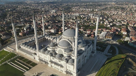 Big Mosque in the middle of a city from the top