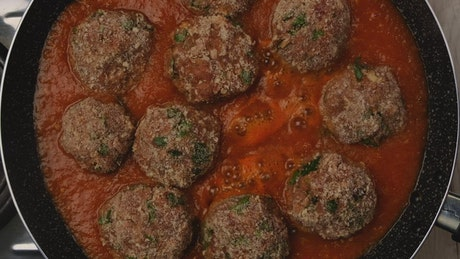 Cooking meat balls in sauce