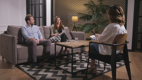 Couple talking to a Psychologist