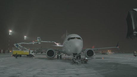 De-icing a passenger plane
