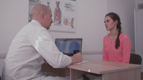 Doctor discusses cancer diagnosis with patient