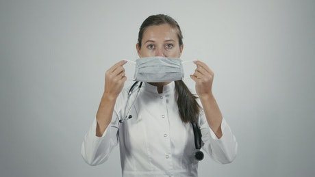 Doctor puts on medical mask