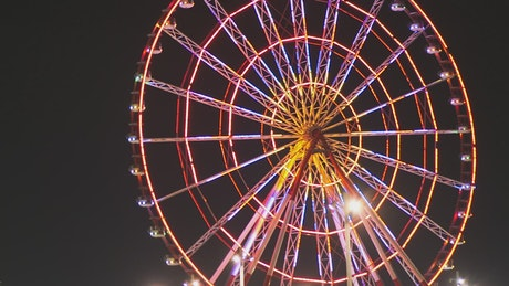 Ferris wheel spinning at night