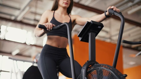 Fitness woman conditioning her body in the gym