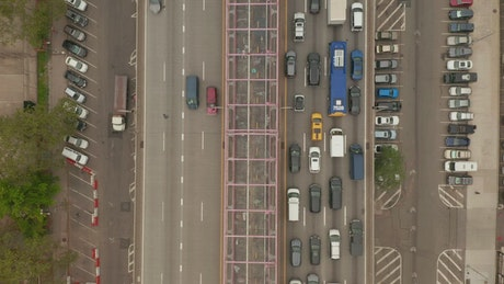 Fluent and heavy traffic on bridge in New York