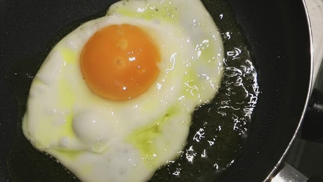 Frying a crashed egg in a frying pan