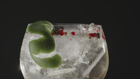 Gin with ice and lime