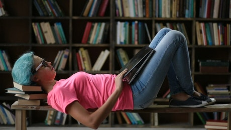 Girl laying down with her laptop