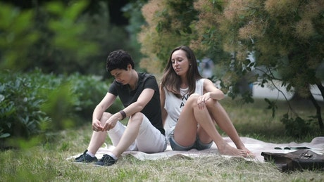 Girlfriends make up after quarrel in park