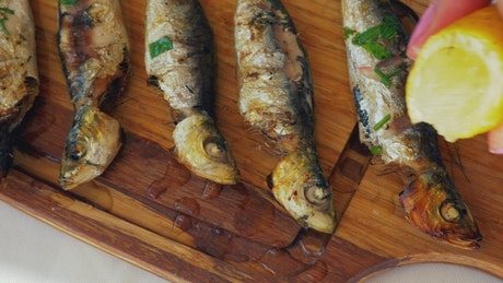 Grilled fish and lemon