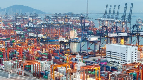 Hong Kong cranes a container port working