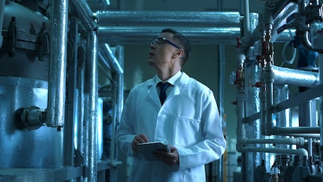Laboratory inspector with tablet