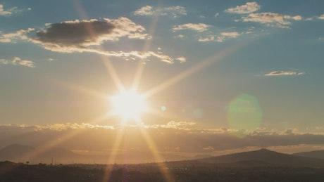 山和日落景观
