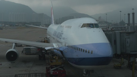 Loading freight onto a large plane