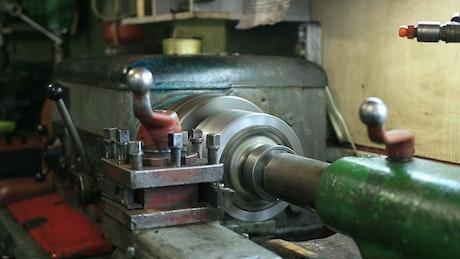 Machine turning in a workshop