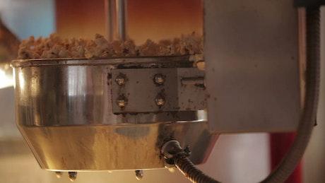 Making popcorn in a machine