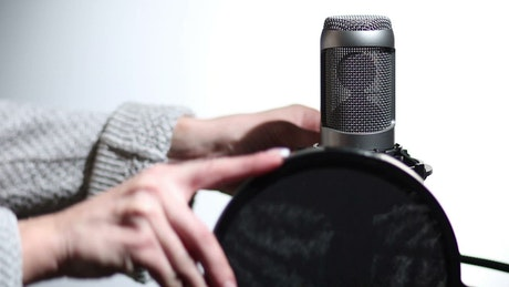 Microphone with a filter