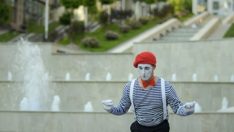 Mime preparing for his act on the street