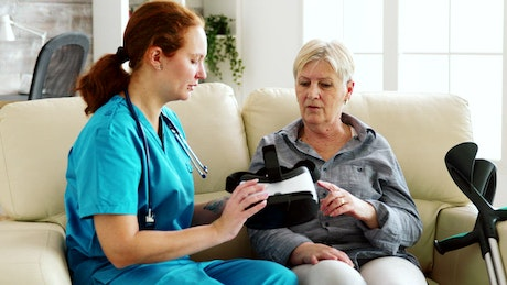 Nurse helps woman experience VR therapy