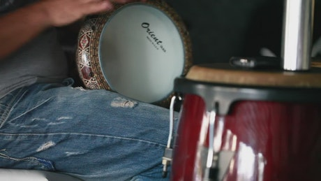 Person playing the darbuka