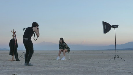 Photo session with a girl in the middle of a desert