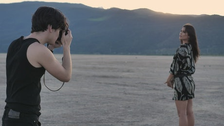 Photographer portraying a fashion girl in a desert