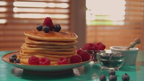 Plate with a tower of hot cakes for breakfast