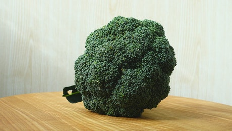 Presentation of a spinning broccoli