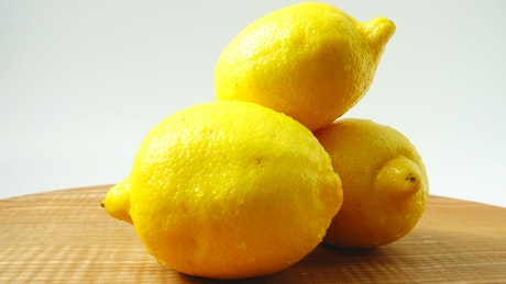 Presentation of lemons on a table