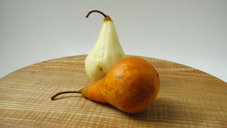 Presentation of pears rotating on a table