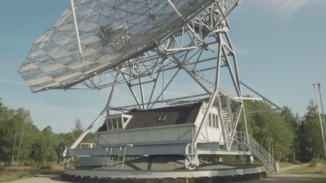 Radio telescope building