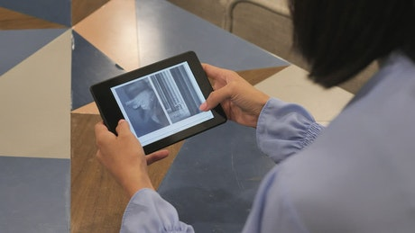 Reading a tablet device