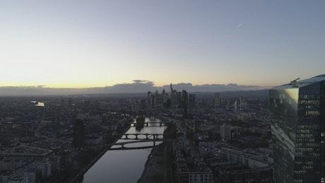 River crossing the immense city of Frankfurt