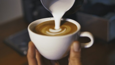 Serving a sparkling cappuccino in a cup