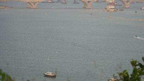 Ship traffic and a bridge