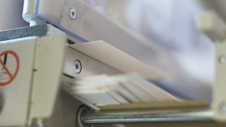 Slicing paper we cutting equipment