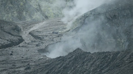 Smoking volcanic fractures