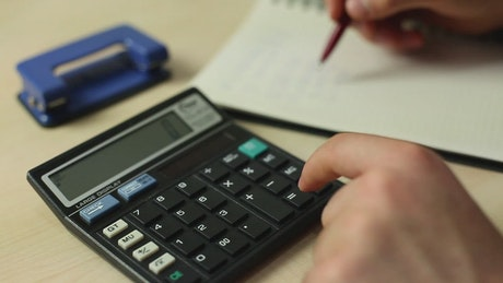 Solving accounts in a notebook with a calculator