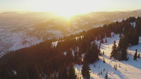 雪山天际上得日出