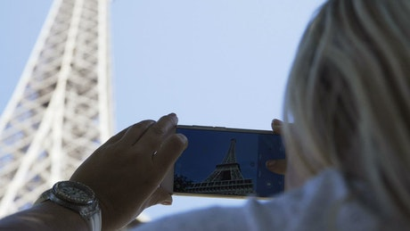Taking a picture of the Eiffel tower with phone