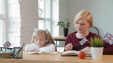 Teacher gets little girl interested in learning