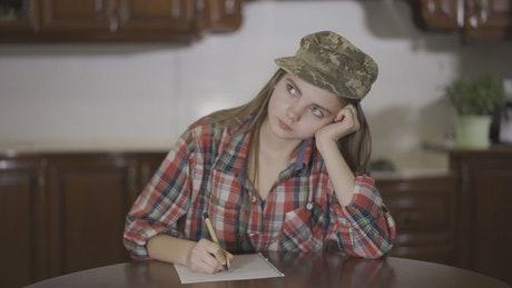 Teenage girl writes letter to Army dad