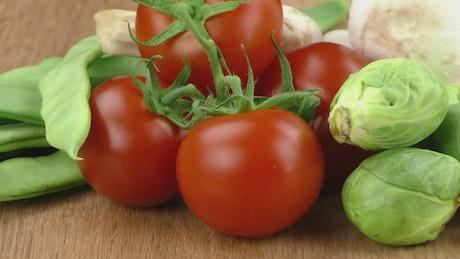 Tomatoes, lettuce and mushrooms