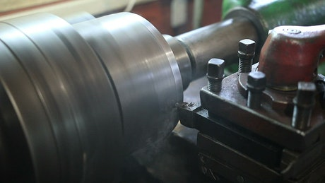 Using a Lathe to cut metal