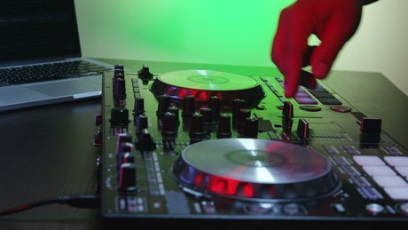 Using a mixing table and a laptop